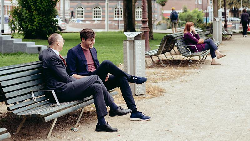Bert en Pieter op een bankje